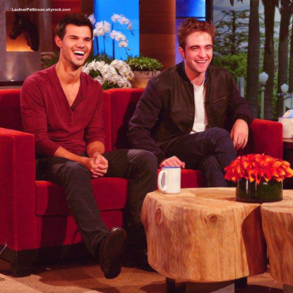 Taylor & Robert on était chez Ellen DeGeneres Show le 09.11.12 Je n'ai que la la vidéo et non les photo désolé mais j'ai mis la traduction de 0.00 à 6.22