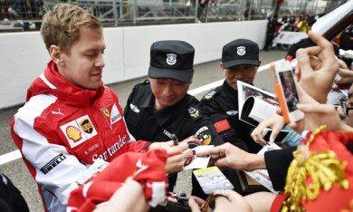 Vettel et son panda encombrant.