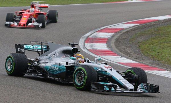 """Hamilton : """"La chaleur va favoriser Ferrari"""""""