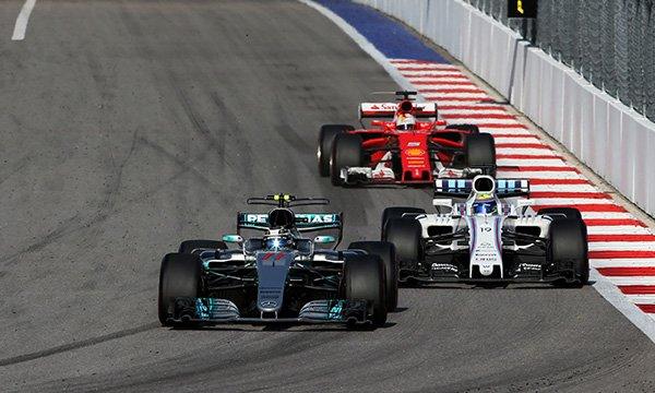 """Vettel : """"Massa a fait deux faveurs à Bottas"""""""