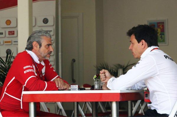 Ferrari et Mercedes jettent de l'huile sur le feu
