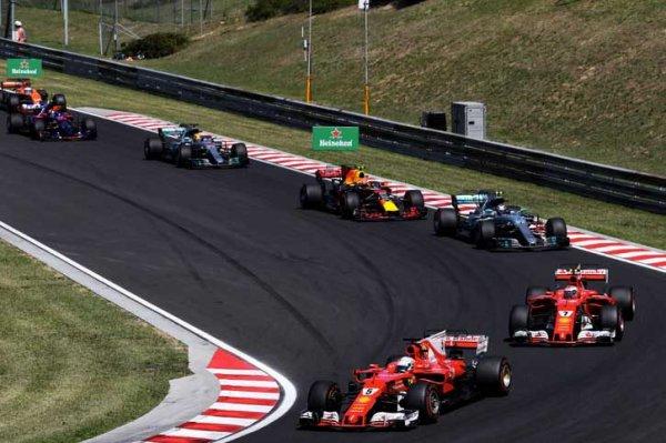 Villeneuve critique Mercedes et encense Ferrari