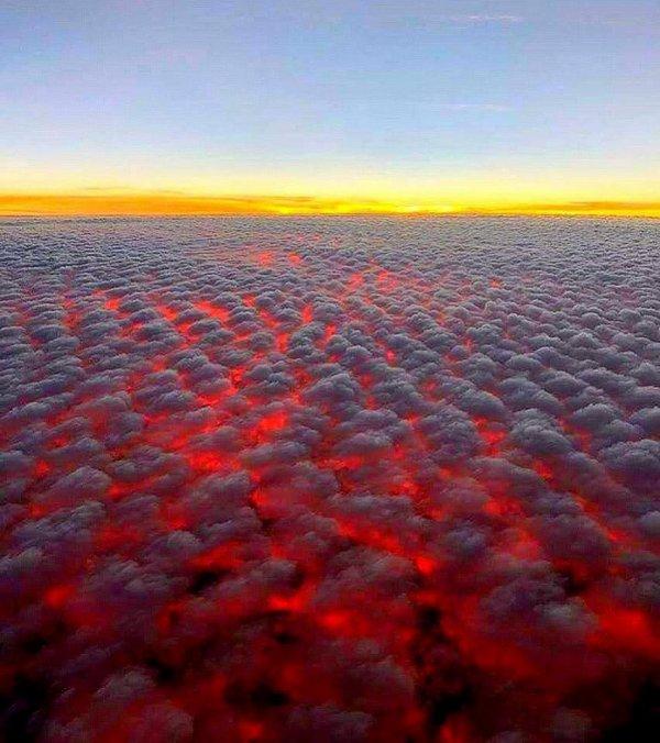 Nuages vus de 30.000 pieds - ce sont les incendies de Californie. Photo: Peter Singer