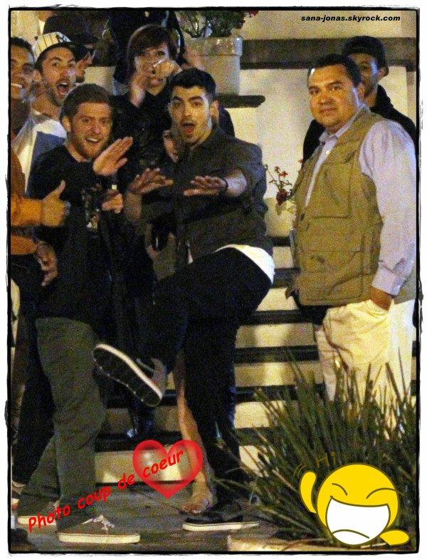 News En Vrac : Des photos hyper drôle de Joe sortant d'un bar à Mexico ,Vidéos & GRANDE NOUVELLE !