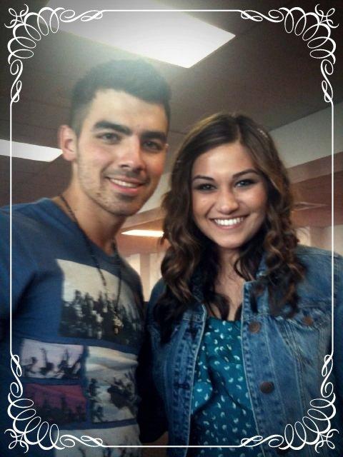*1/09* Joe sortant du Starbucks avec Jason au West Hollywood , CA puis le soir au concert de Taylor Swift + photos de Nick & Delta !