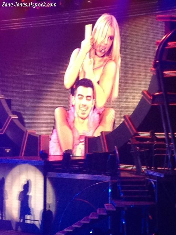 *31/10* Britney Spears remercie Joe à sa façon pour la fin de la tournée + Infos & Vidéos of course ;)