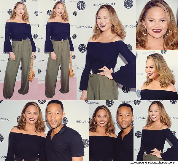 •••  EVENT Chrissy et John été présent  au 5th Annual BeautyCon Festival à Los Angeles,  13 Août 2017             Chrissy était toute belle lors de cet événement ! J'aime sa mise en beauté, son pantalon ainsi que la couleur kaki.
