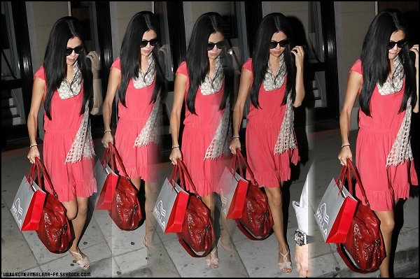 Candid 1 : Selena & Justin se rendant à un Fast Food. Candid 2 : Selena sortait de chez le coiffeur. Candid 3 : Le Couple avait déjeuner ensemble dans un restaurant.