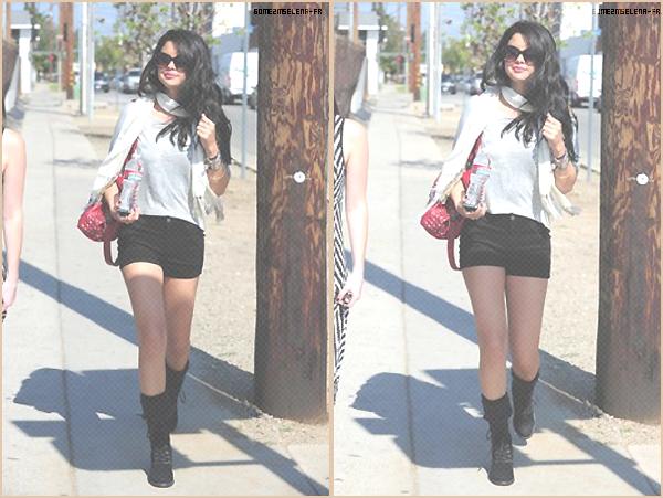 Candid : 21 Avril 2012 Selena a été aperçu se rendant à une séance photo à Los Angeles. Je lui accorde un Top & vous ?