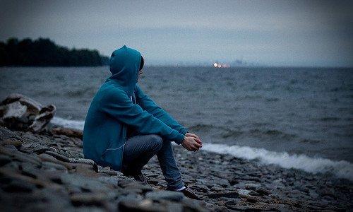 Ne laissez jamais tomber quelqu'un qui vous tient à c½ur si vous le faites, cette personne vous laissera tomber un jour elle aussi.