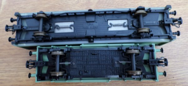 lima-ho - coffret de 2 fourgons couverts DB- n°L303176.