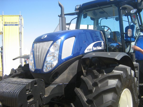 new holland t7060 blue power