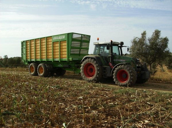 Fendt 820 and joskin silospace               jcbs e filhos