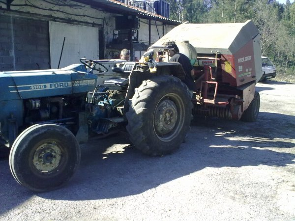 Ford 4100 and welger rp220 farmer