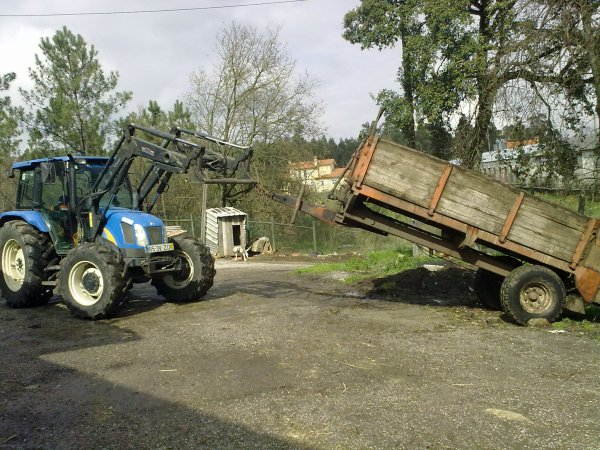 How to clean a manure spreader?