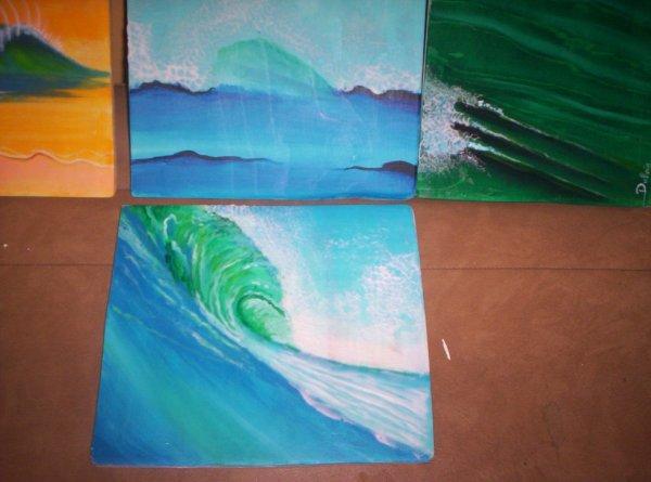 des vagues, du bois en guise de support.