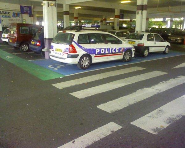 """Mais, """"Appelez la police""""............"""