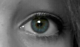 J'ai les yeux bleu des fois :)
