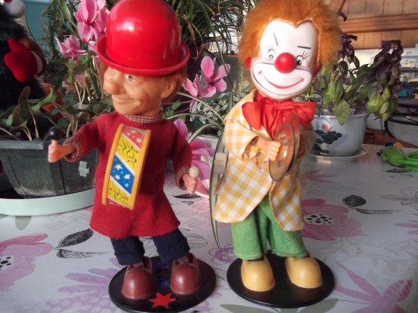 Pour changer des poupées, quelques clowns.