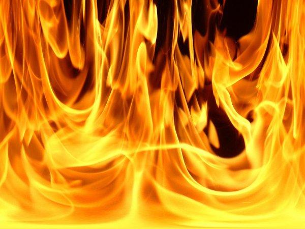 Le feu brûle