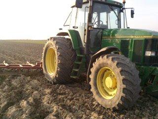 preparation du sol avec 7700 + herse quivogne 6m50