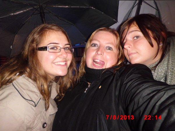 juste moi je suis trop happy <3 avec mes meilleures coupines que j aime <3 Anais , Johanna , Catherine