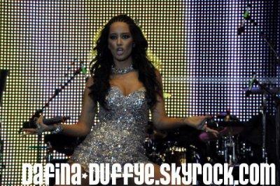 DAFINA ZEQIRI (Duffy'e) Ne Koncertin ë SNOOP DOG