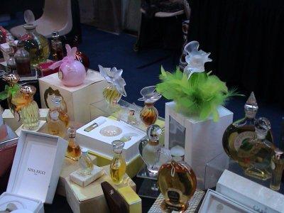 Exposition de Mulhouse 2009 1 stand de vendeur  en gros plan