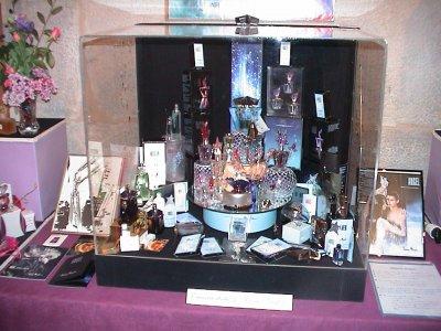 Exposition de Pont de Roide 2009  vitrine THIERRY MUGLER  composition