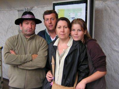 mon père, mon oncle, ma tante et moi