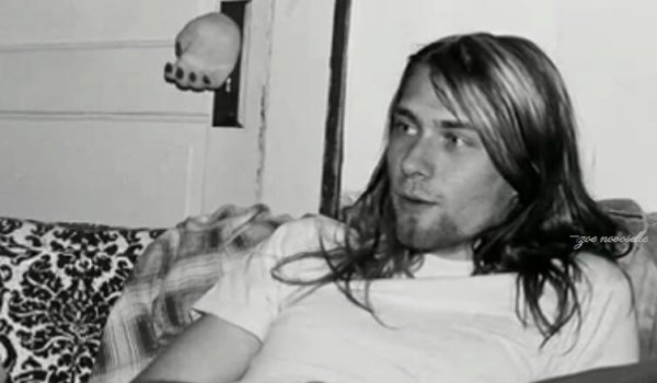 "Regarder ""Top 10 Nirvana Songs"" sur YouTube"