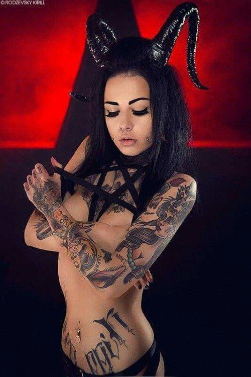 cadeau pour mon amie Divine Lilith