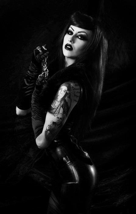 Inked and Goth Girls are the most sexy!