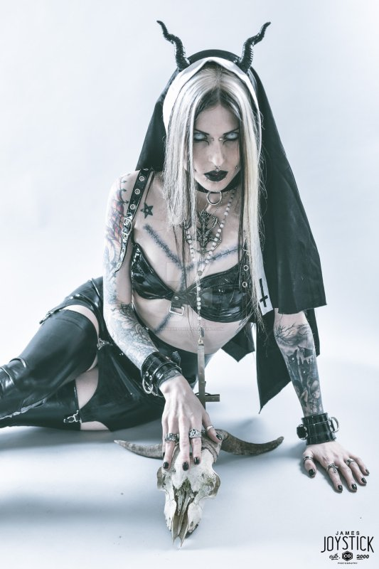 Im a Bad Mad Trash Girl,I'm a Sinner,I'm a fuckin'crazy Bitch!