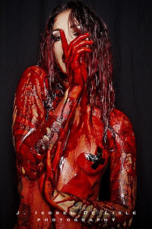 In Blood (Version Censurée)