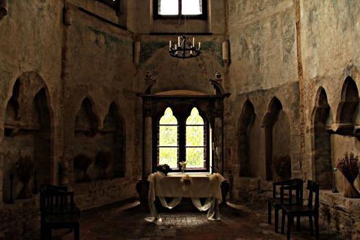 Le château Houska,Un portail vers l'Enfer