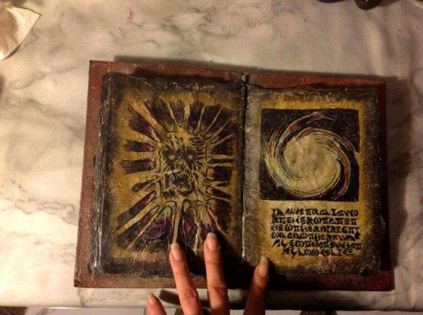 Mon Necronomicon Evil Dead perso et le Ouija
