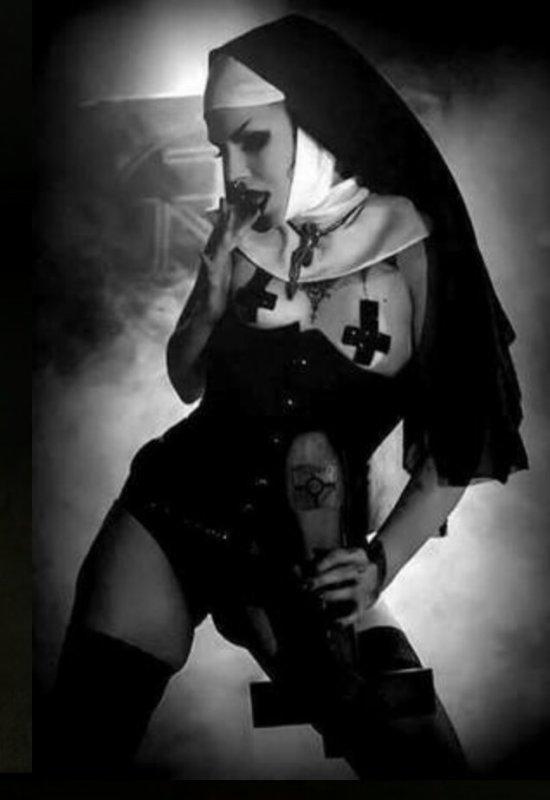 J'adore les Nonnes de l'Enfer :)☠♀✡