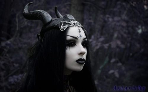 Horns Girls