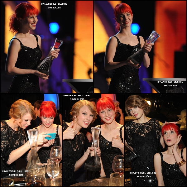 30/11/10 : Hayley assistait à la cérémonie des CMT Artist Of The Year, aux côtés de Taylor Swift.
