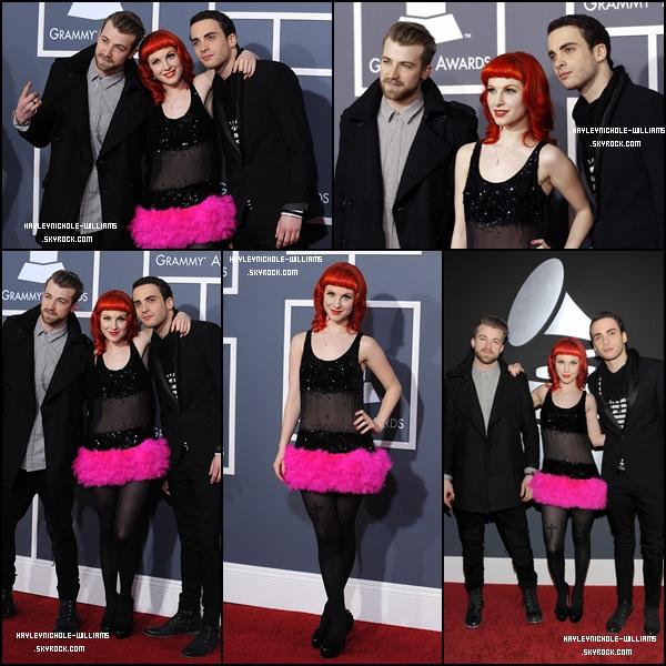 13/02/11 : Voici des photos d'Hayley avec Taylor et Jeremy sur le tapis rouge lors des Grammy Awards.