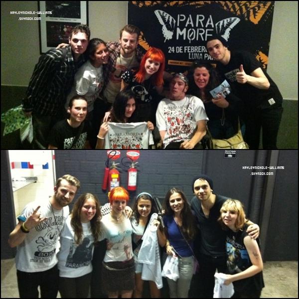 """Paramore en compagnie des gagnants du concours """"Merch M&G"""" à Buenos Aires et Porto Alegre."""