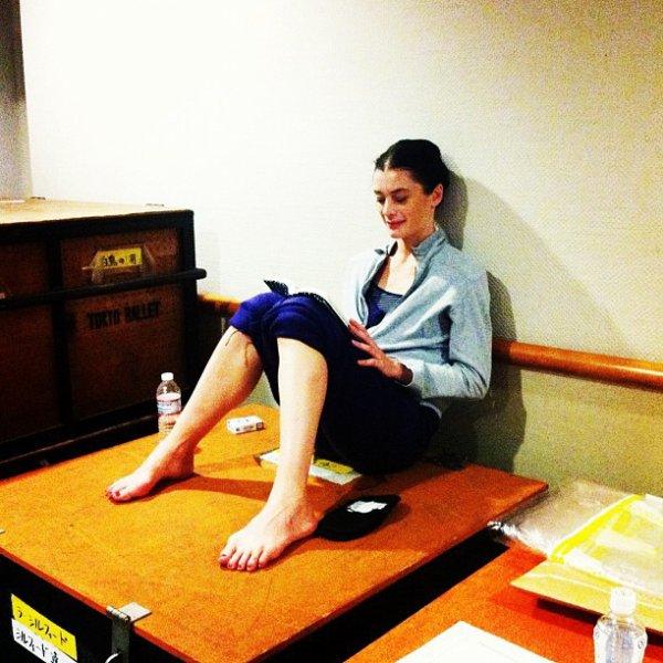 Aurélie s'accordant une pause détente lors de la répétition de la Bayadère à Tokyo.