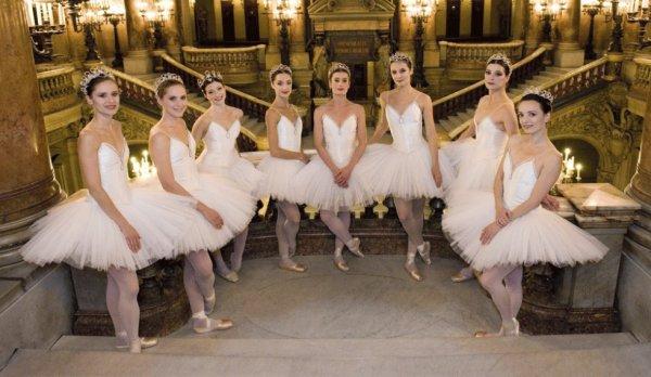 « Les étoiles brillent à l'Opéra », article Paris Match.