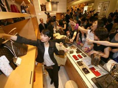 Luxury crazed: China loves shopping even more than America!