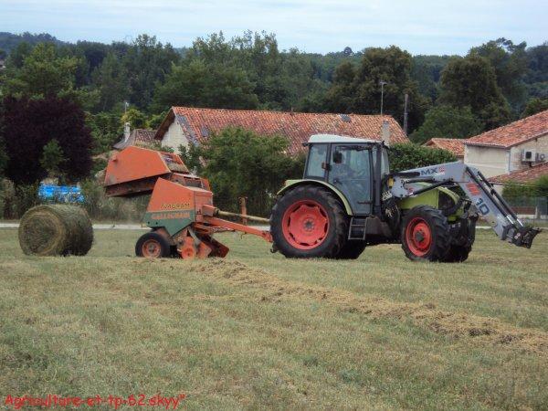 Pressage de luzerne 2010 en Charente (16)