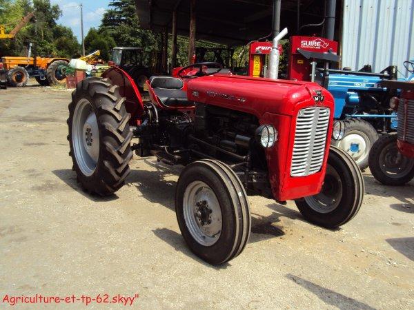 Dans une concession Massey ferguson 2010 (en Charente 16)