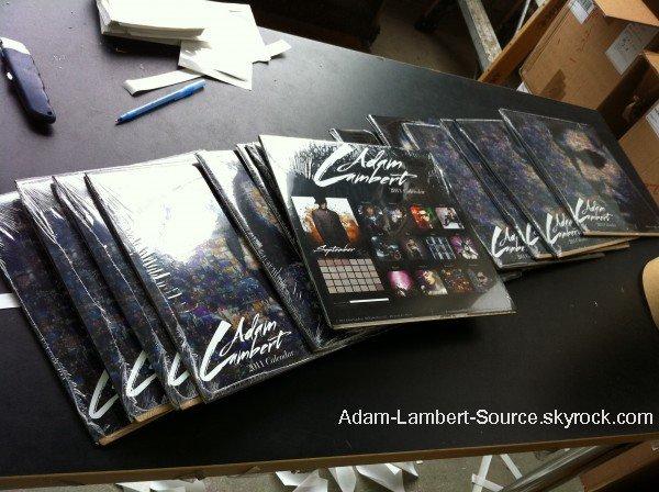 #157 Les Calendriers de Adam est maintenant disponible sur le fans site de Adam. Les photos ont été prisent par Lee Cherry et Anthony Ordonez. Vous pouvez l'acheter ici