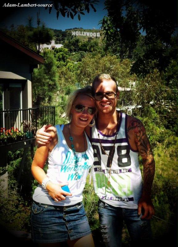 #274  Sauli Koskinen et la co-écrivaine Katri à la maison d'Adam. (01.04.11) Boston Herald donne un A au DVD Glam Nation Live