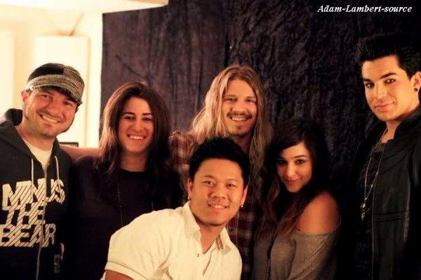 #279 Adam posant dans les backstages de '' Uh Huh Her '' (03.04.11) Nouvelle photo